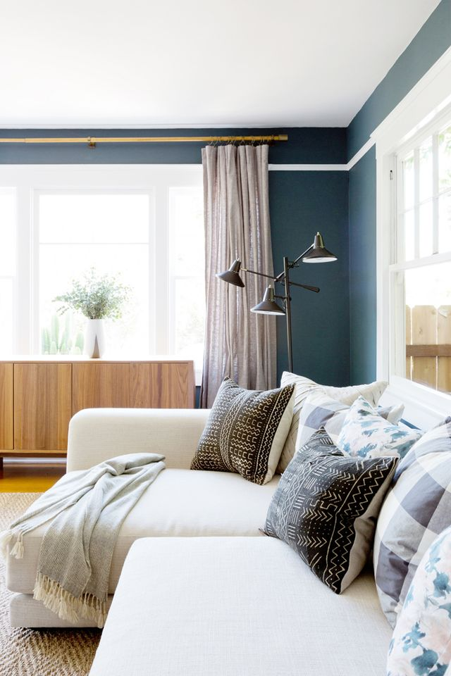 6 feng shui living room tips to bring the good vibes home mydomaine for Feng shui colours for living room