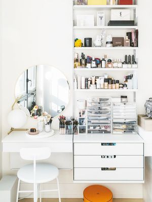 These 15 Makeup Mirrors With Lights Will Change Your Beauty Routine