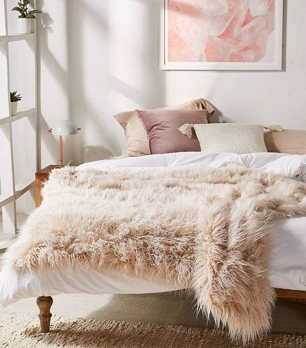 Marisa Tipped Faux Fur Throw Blanket - Mauve One Size at Urban Outfitters
