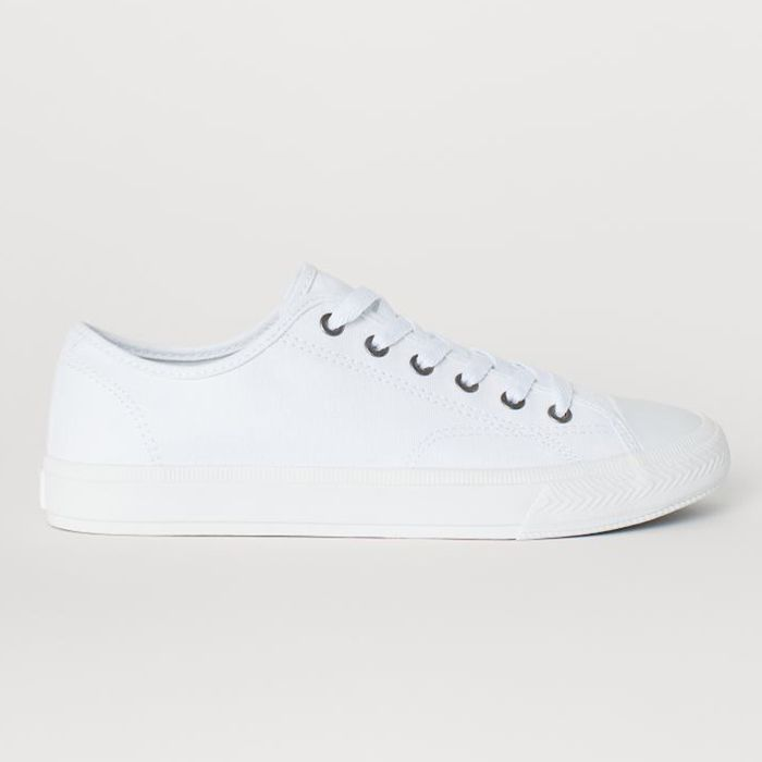 How to Clean White Canvas Shoes | Who
