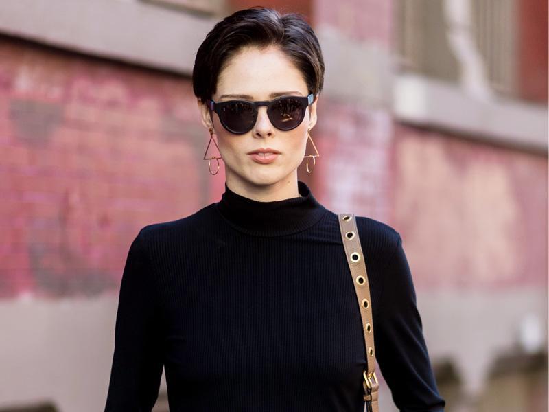 Ways stylish to wear football jerseys, Size plus black dresses