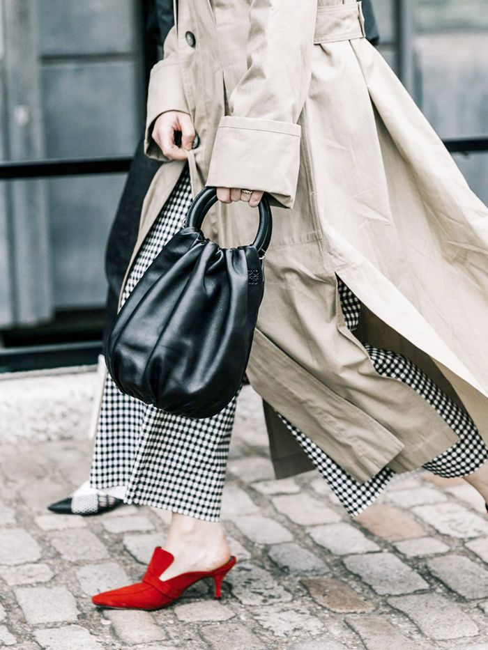 slouchy bag street style
