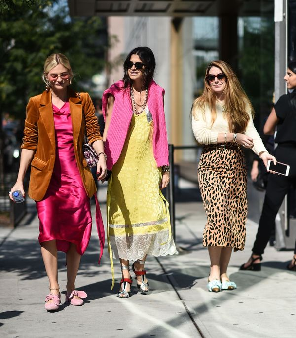 Street style girls walking