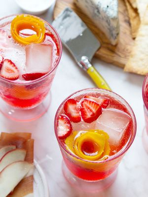15 Easy Christmas Punch Recipes Guaranteed to Impress