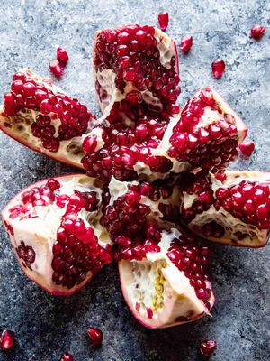How to Deseed a Pomegranate in 5 Steps