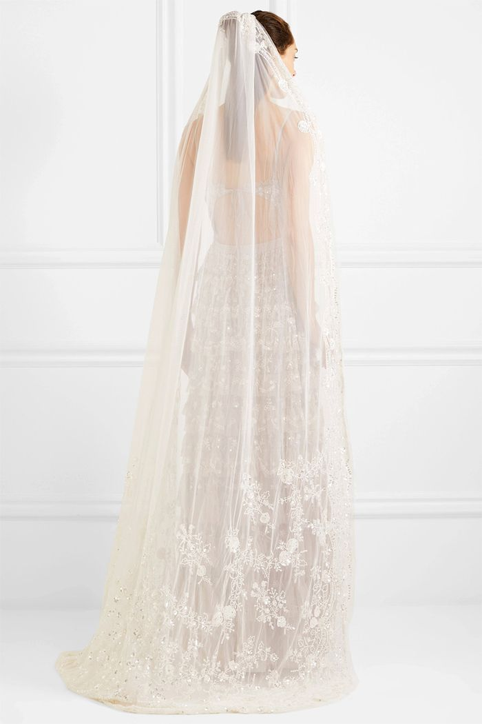 The wedding veil styles thatll be trending in 2018 who what wear start gallery junglespirit Choice Image