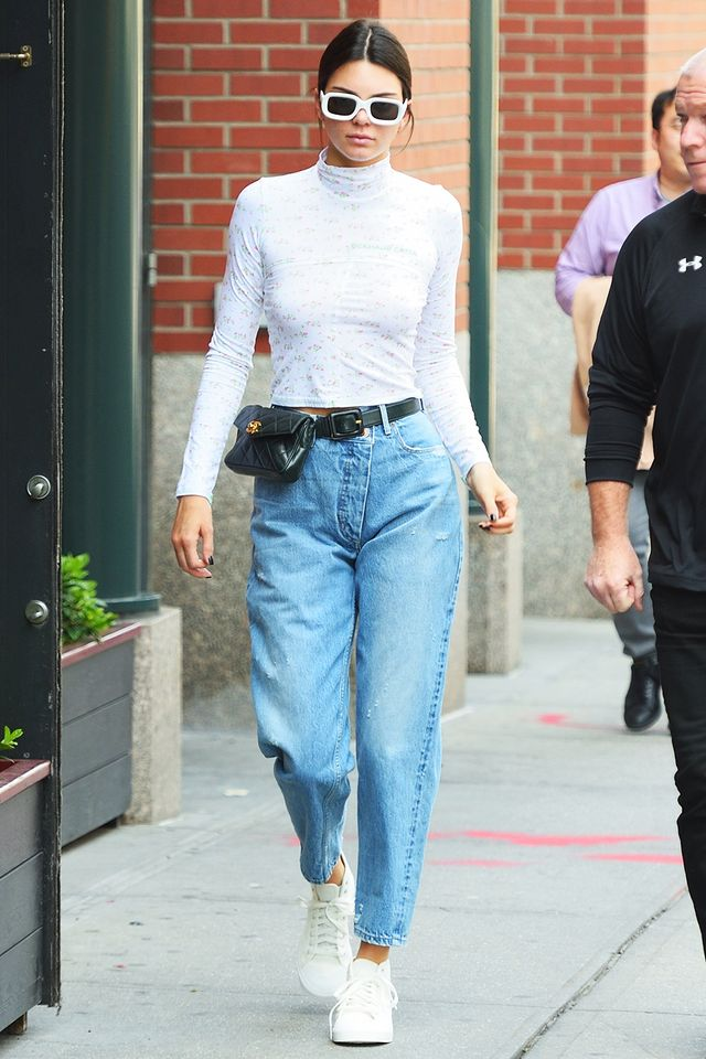 4 Shoe Trends Celebrities Wear With Mom Jeans