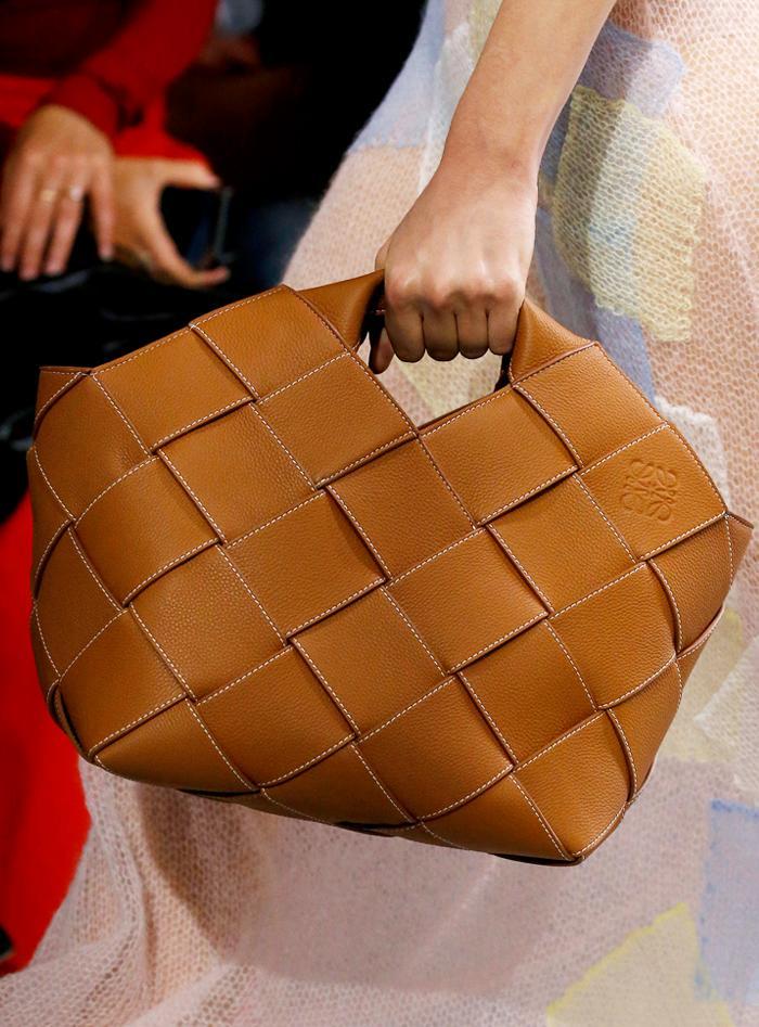 Tan handbag trend: