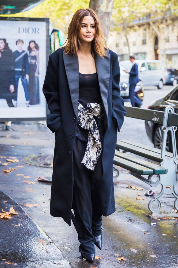 All Black But Gold: 20 All-Black Work Outfits To Copy Now