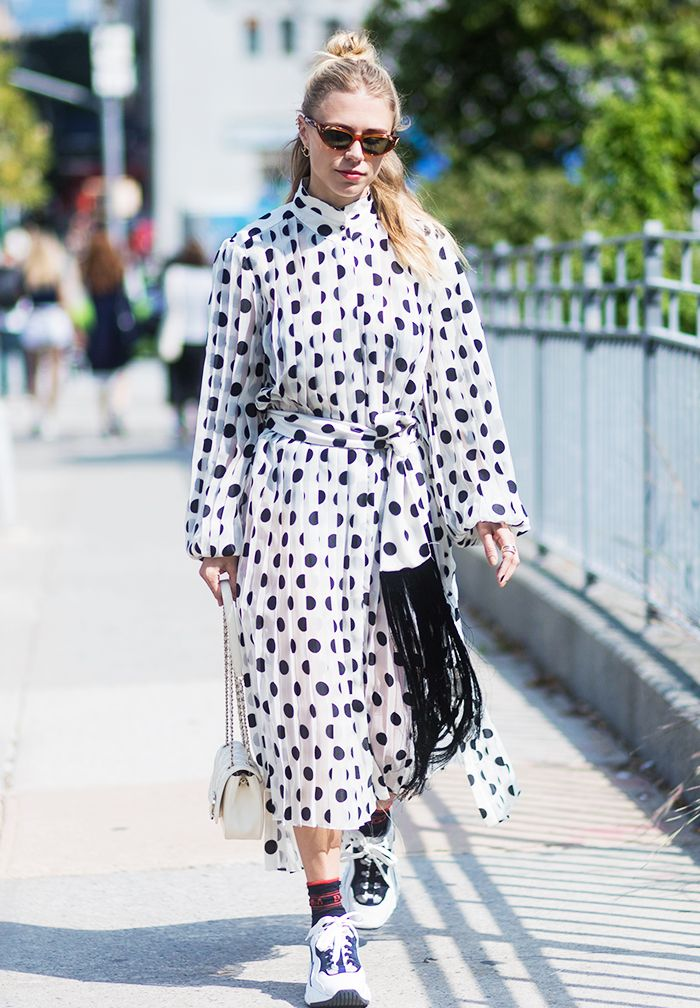 How to Wear Dresses and Trainers: 7