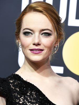 Emma Stone's Golden Globes Makeup Was Inspired by the Suffragettes