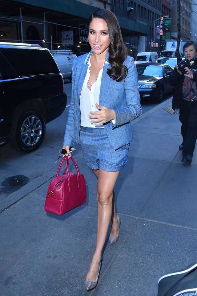 Pair your next power suit with a statement handbag as Markleshowed off here.
