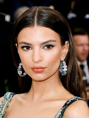 Definitive Proof That Emily Ratajkowski's Makeup Is Always on Point