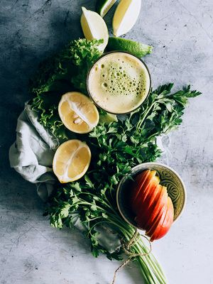 Post-Holiday Bloating? 7 Healthy Juicing Recipes to Try Stat