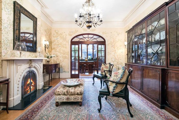 You can rent this real housewives star 39 s nyc townhouse for for Townhouse for rent nyc