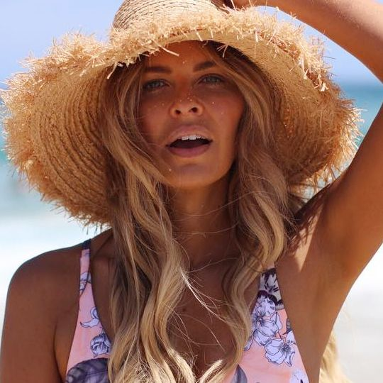 Influencer Elle Ferguson Has The Best Acne-Blitzing Skincare Routine Ever
