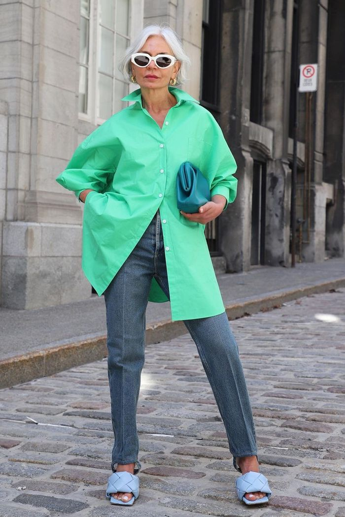 Grece Ghanem style: lilac minidress and hoop earrings