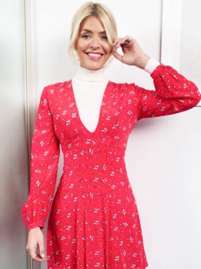 This Is Holly Willoughby S Secret To Making The Miniskirt
