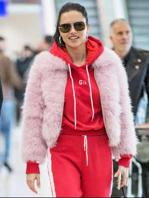 Models Can't Stop Wearing This It Brand at the Airport