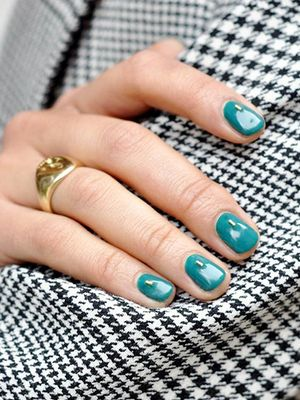Searches Are Spiking for Olive Green Nails, and Now We Know Why