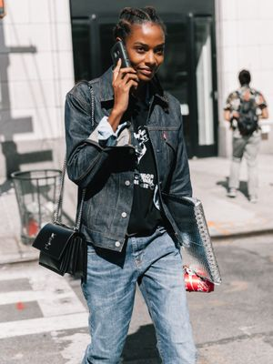 Fashion Girls Love This Vintage Denim Trend