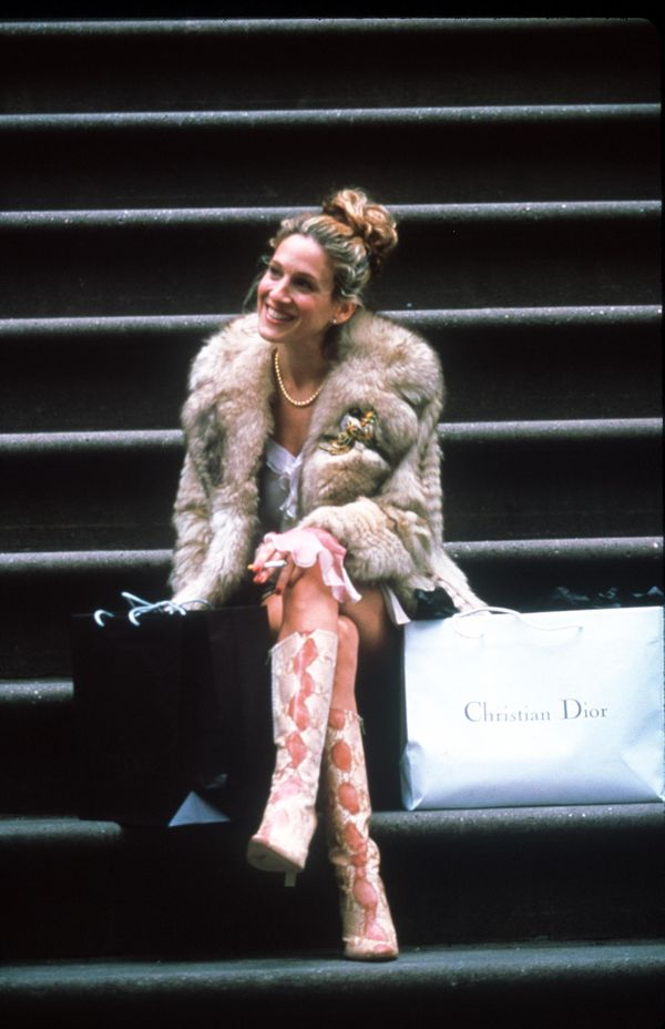 Carrie Bradshaw sitting on her stoop