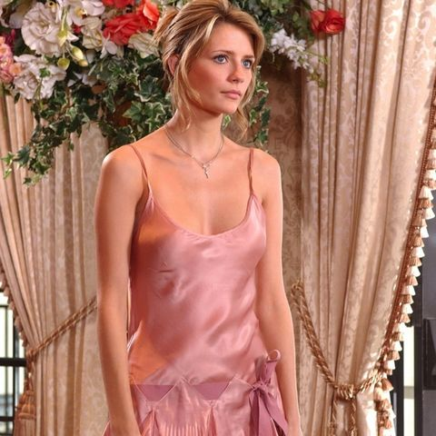 Marissa Cooper wearing a pink dress