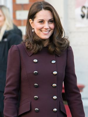 There's a Reason Kate Middleton Won't Take Off Her Coat in Public