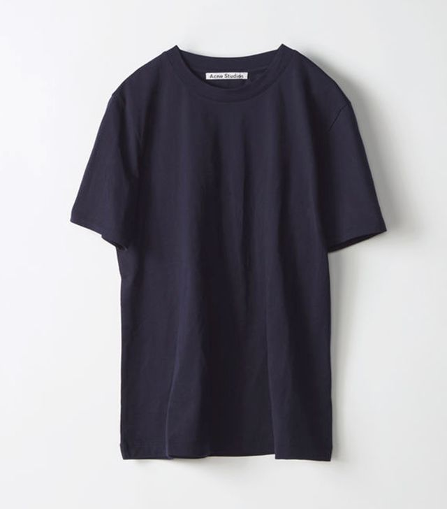 This is hands down the best way to fold your t shirts for Dingy white t shirts