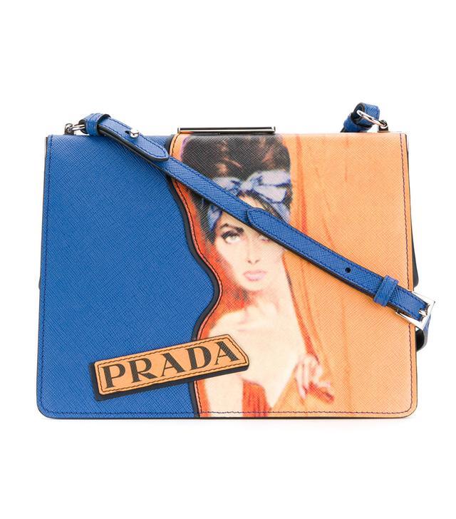 woman print shoulder bag