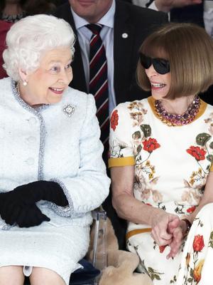 No Lie: Queen Elizabeth Sat Next to Anna Wintour at London Fashion Week