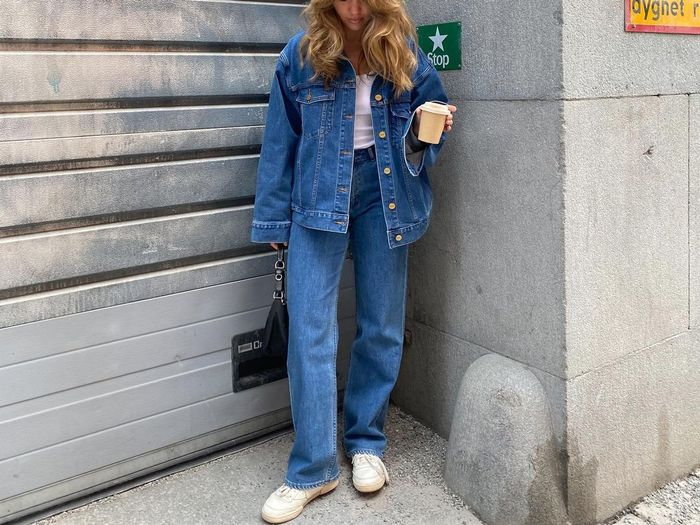 7 Easy and Chic Sneaker Outfits That Feel Right on the Money