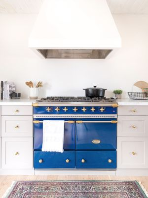 These Customized IKEA Cabinets Are the Solution to an Outdated Kitchen