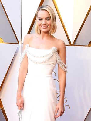 Guess How Many Hours It Took to Create Margot Robbie's Oscars Dress