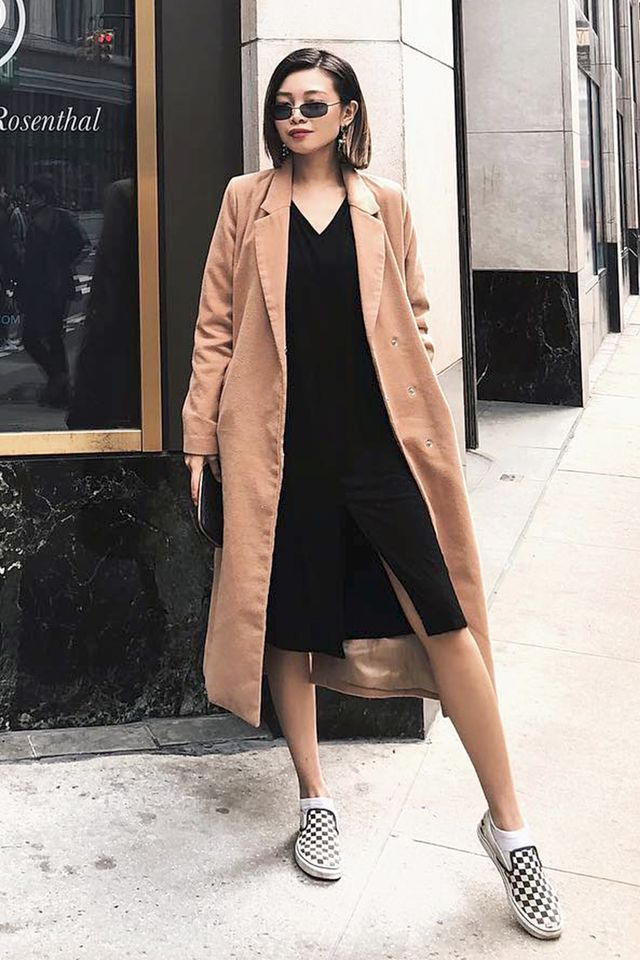 NYC girls will wear their trenches just like this.
