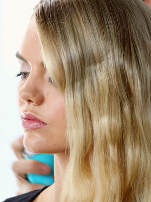 Watch Margot Robbie's Hairstylist Re-Create her Polished Oscars Waves