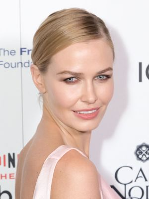 Lara Worthington's LA Facialist Gave Us the 411 On How to Zap a Blemish