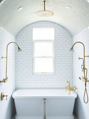 10 Luxurious Bathtubs That Pair Well With a Glass of Wine (and a Good Book)