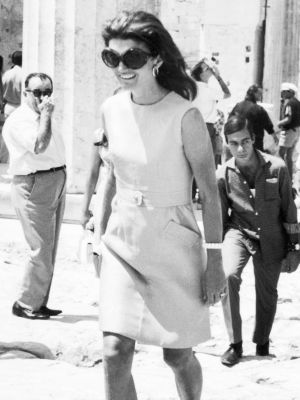 These New Sandals Will Make You Look Like Jackie O. on Vacation
