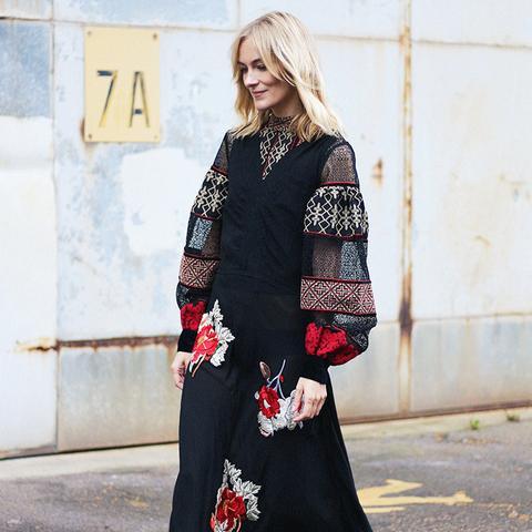 Autumn Outfit Ideas: Boho Maxi Dress + Closed-Toe Shoes