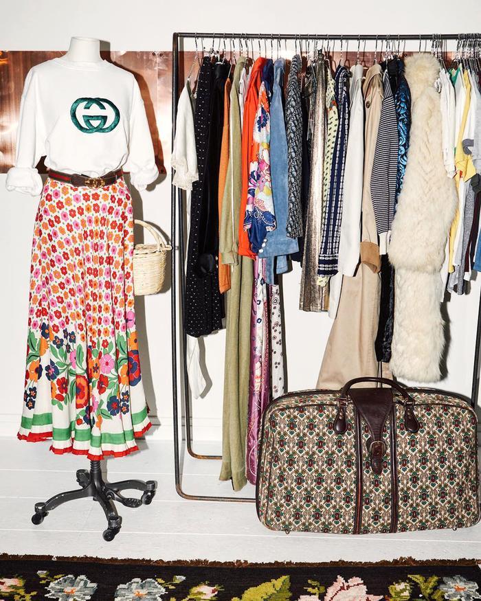 Online vintage clothing boutiques