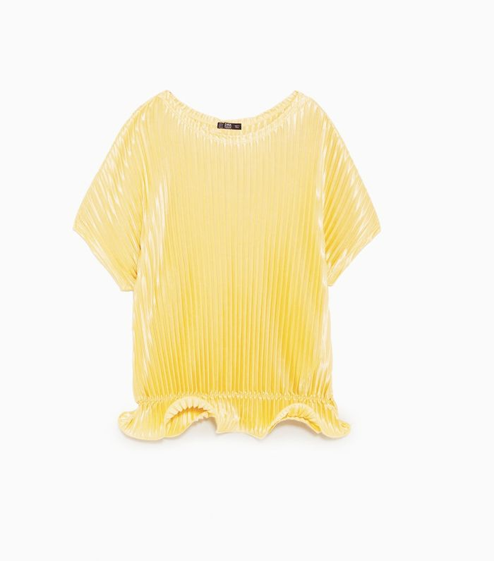 Trust Me, Everyone's Going to Buy These Tops From Zara This Week 16