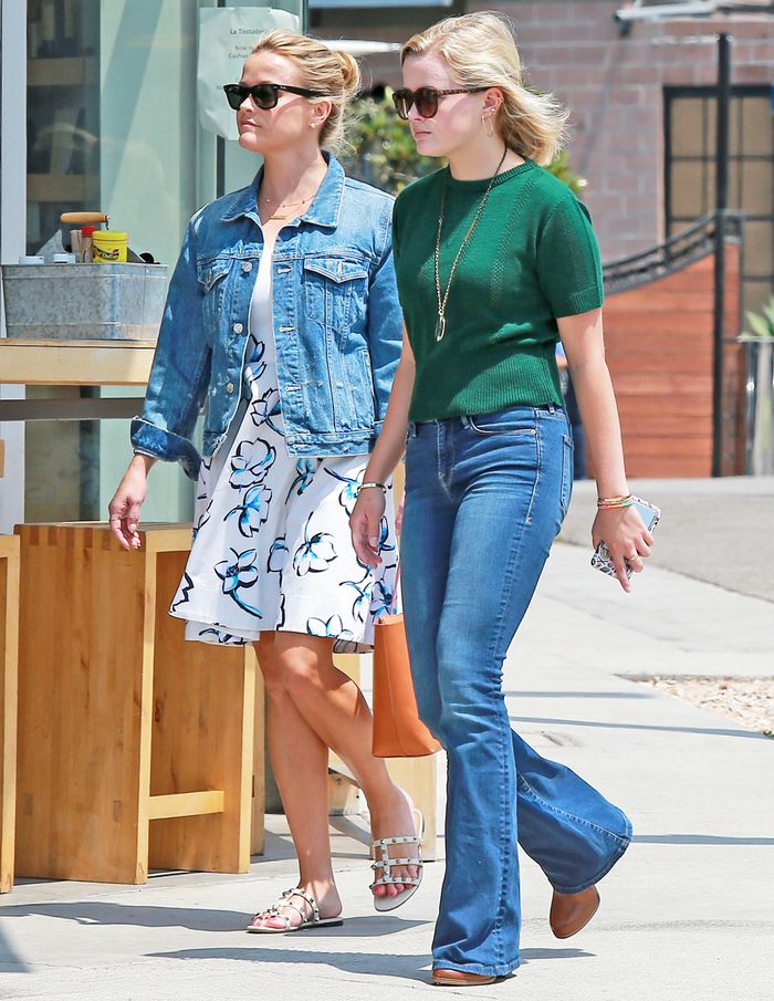 Reese Witherspoon and Daughter Outfits