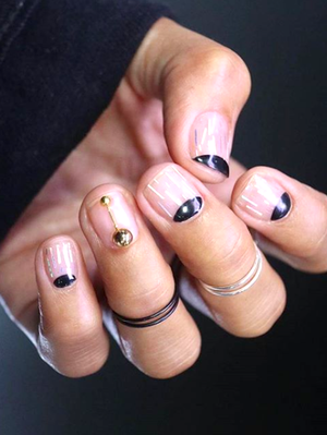 These 18 Elegant Manicures Prove Black-and-Gold Nails Are Always in Season