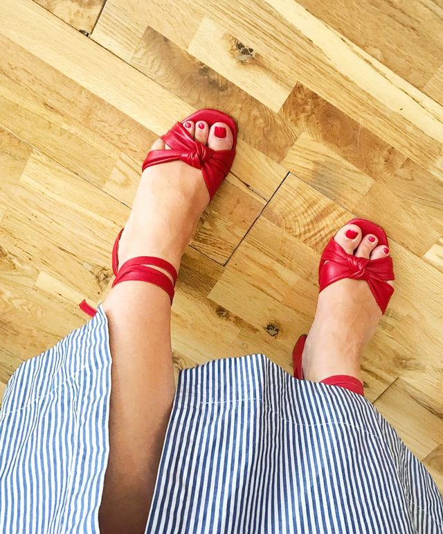 Shoe styles to wear with dresses: midi dress