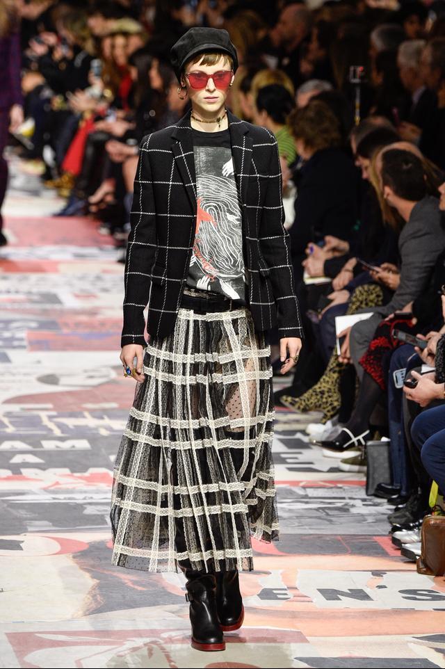 Dior Fall 2018 red sunglasses runway