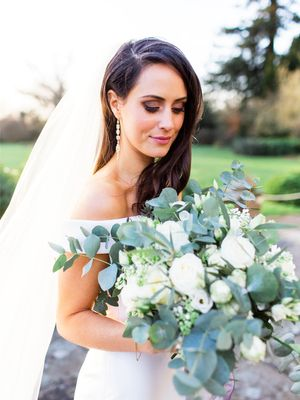 How to Pick a Wedding Perfume Like an Industry Expert