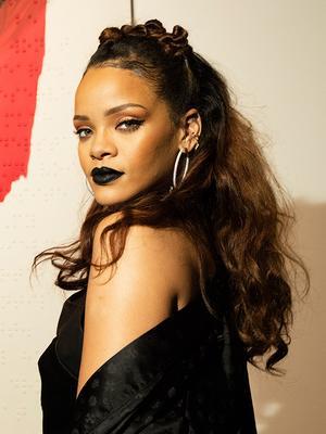 Definitive Proof That Rihanna's Hair Is a Damn Masterpiece