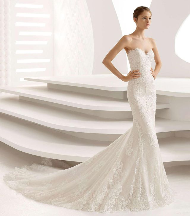 Abril Strapless Sweetheart Lace Mermaid Gown
