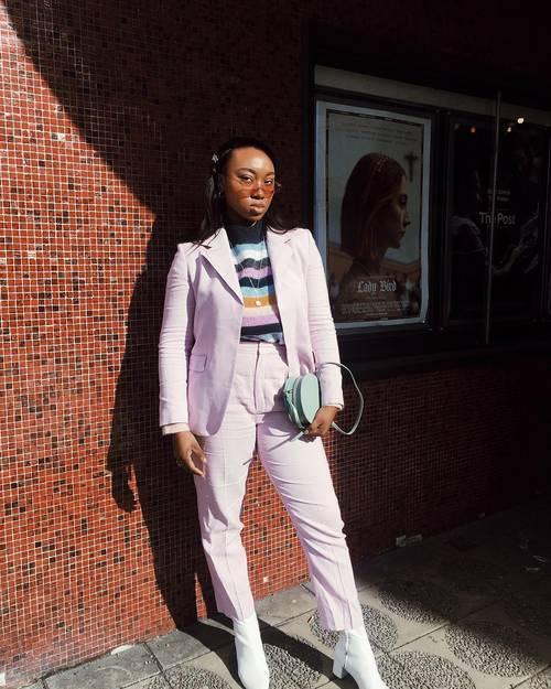 https://cdn.cliqueinc.com/posts/255412/unique-summer-outfit-ideas-255412-1524245600459-main.500x0c.jpg?quality=70&interlace=true
